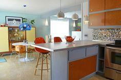 Projeto de cozinha e sala de jantar integradas, no estilo Midcentury Modern que adoramos!