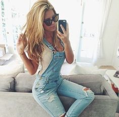There is a very fine line between overalls looking fashionable and hideous. She does it right #GoodBeTight