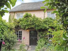Dating back to 14th century medieval times, Laurel Cottage is Grade II listed and retains much of its olde worlde charm with a pretty interior and cottage-style garden front and rear.