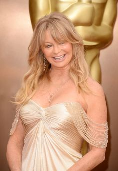 You're WAY too old for this crap, Goldie. Should have stayed at home.  Oscars 2014 Red Carpet: All The Dresses At The Academy Awards (PHOTOS, VIDEOS)