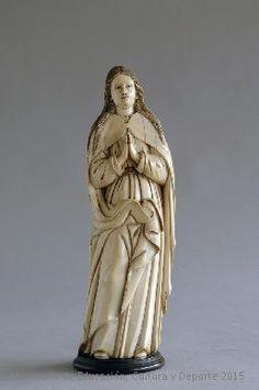 Virgen Inmaculada en marfil hispano-filipino datado a finales del siglo XVII. CE26309