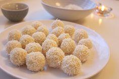 Kokossnöbollar Fika, Paleo Dessert, Gelatin, Christmas Cookies, Panna Cotta, Delish, Cereal, Food And Drink, Sweets