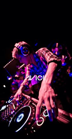 i just heard Avicii died. he was i can't stop crying. he was fucking 28 years old. Avicii, Trance Music, Dj Music, Music Is Life, Best Dj, The Best, Recital, Gaming Logo, Dj Photos