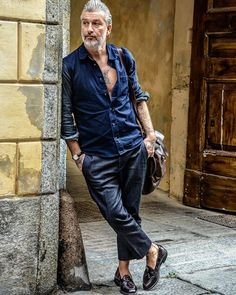 Old man fashion, love fashion, mens fashion, fashion stylish men Old Man Fashion, Mens Fashion, Mode Masculine, Stylish Men, Men Casual, Gentlemen Wear, American Pitbull, All Jeans, Fashion 2017