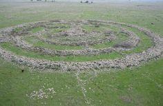 Некоторые связывают легенды о Колесе духов (рефаимов) третьего тысячелетия до н.э. на Голанских высотах с гигантом Огом User:Shii, GNU 1.2
