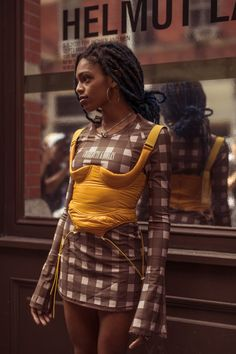 The Best New York Fashion Week Spring/Summer 2020 Street Style - Essence # Fashion style This Is How Black Creatives Slay New York Fashion Week Fashion Casual, Black Girl Fashion, New Fashion, Fashion Tips, Spring Fashion, High Fashion Trends, Vintage Fashion, Rock Fashion, 1960s Fashion
