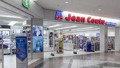 L'ÉCONOMIE QUÉBÉCOISE EN PÉRIL... L'acquisition de Jean Coutu n'est pas un bon signe pour l'économie québécoise à long terme car si Jean Coutu était contrôlé par une famille privée (les Coutu), Métro est un groupe entièrement contrôlé par ses actionnaires boursiers et peut éventuellement être la cible d'un rachat d'action de la part d'un groupe extérieur. En ce qui concerne Bombardier, certains observateurs (dont moi...) prévoient aussi une fusion éventuelle avec un groupe extérieur, par…