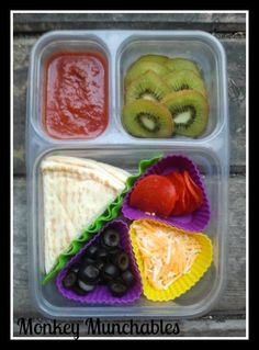 Homemade Pizza Lunchable from Monkey Munchables w/ a side of fruit. #Pizza #bento #lunchable #kidslunch #lunch #monkeymunchables