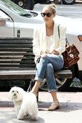 Olivia Palermo in Paige Jeans, French Sole Pumps and a Mulberry bag #fashion #style #icon