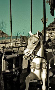 biarritz :: carrousel un regard en bois