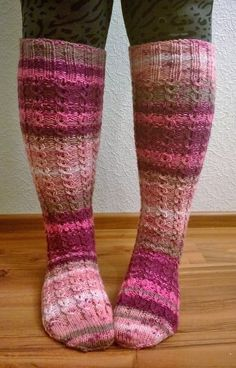 Arkimamman Arkiralli: Polvisukat valepalmikkoa Socks, Fashion, Moda, Fashion Styles, Sock, Stockings, Fashion Illustrations, Ankle Socks, Hosiery