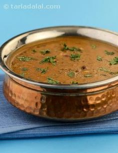 Dal+makhani,+a+flavourful+robust+lentil+preparation,+is+a+celebrated+delicacy+from+punjab.+Rajma+and+whole+urad+provide+protein+and+calcium+which+are+extremely+important+for+maintenance+of+your+body+cells+and+healthy+bones.+Cooking+the+dal+in+tomato+purée+adds+a+little+sharpness+to+this+dish+and+also+enriches+it+with+folic+acid+and+vitamin+a.+Try+this+dal+with+methi+makai+ki+roti,+to+make+a+satisfying+low+fat+meal.+