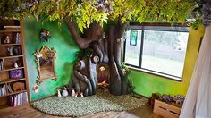 Father builds a tree in his daughter's bedroom. Beautiful craftmanship, great DIY tips.