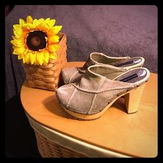 """Steve Madden Suede Clogs Awesome Suede Steve Madden Clogs. They do show wear to the front as seen in pictures. There is a small crack on the upper part as shown in picture. No wear on the soles. 5 """" heel. 7/10. And the price sticker did not come off all the way, but no one will see that when your wearing them. They are a Re-Posh. Steve Madden Shoes Mules & Clogs"""