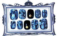 ◆ 商品説明 ◆手作りネイルチップです。Aサイズ。 小さな爪の方にぴったりのサイズです。ブラックベースにクラッシュコートのオフを塗りその上から、透明感のあるブ... ハンドメイド、手作り、手仕事品の通販・販売・購入ならCreema。