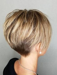 Capa corta y rubia gruesa 20 cortes de pelo cortos lindos para el pelo grueso Thick short blonde coat 20 cute short haircuts for thick hair Related chic short hairstyles for women over 50 30 haircuts women over love her hair I love her hai Pixie Haircut For Thick Hair, Bob Hairstyles For Thick, Cute Short Haircuts, Short Hair With Undercut, Short Hair Cuts For Women Pixie, Longer Pixie Cuts, Long Pixie Cut Thick Hair, Pixie Haircut Long, Short Hair Over 50