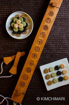 Korean Tea Cookies (Dasik) with Dasik Mold - traditional cookies for Korean New Year! Simple no bake cookies that melts in your mouth!
