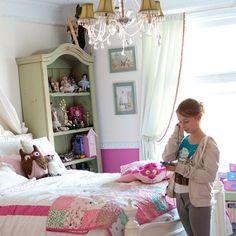 Girls Bedroom Ideas - bookcase