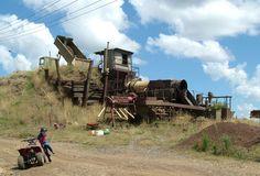 Sapphire mining - Reddestone Creek, Australia