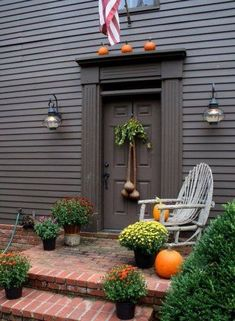 photo of primitive homes inside cave Saltbox Houses, Old Houses, Gray Houses, Autumn Decorating, Porch Decorating, Colonial Decorating, Decorating Ideas, Colonial House Exteriors, Colonial Exterior