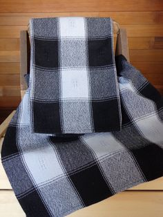Handwoven towels in huck, cotton Weaving Designs, Weaving Projects, Weaving Patterns, Crochet Projects, Types Of Weaving, Potholder Patterns, Willow Weaving, Weaving Textiles, Loom Weaving