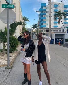 "Lydia Campanelli on Instagram: ""The silk is GIVING"" Luxury Lifestyle Fashion, Friend Poses, Cool Outfits, Fashion Outfits, 90s Fashion, Insta Photo Ideas, Best Friend Pictures, Gal Pal, Aesthetic Fashion"