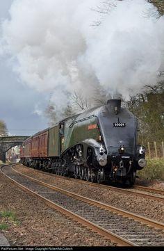Net Photo: 60009 Private Steam at Dalgety Bay , United Kingdom by Robert McCulloch By Train, Train Tracks, Train Rides, Diesel Locomotive, Steam Locomotive, Steam Trains Uk, Union Of South Africa, Steam Railway, Train Service