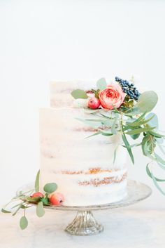 Sweet naked cake: http://www.stylemepretty.com/2015/06/02/elegant-park-city-wedding/ | Photography: D'Arcy Benincosa - http://www.benincosaweddings.com/