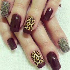 Unhas decoradas animal print.