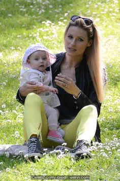 Michelle Hunziker Michelle Hunziker spends the day at a park with her daughter Sole and dog Lilly with her bodyguard close by www.icelebz.com/events/michelle_hunziker_spends_the_day_at_a_park_with_her_daughter_sole_and_dog_lilly_with_her_bodyguard_close_by/photo1.html