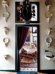 Paso a la sala de estar, en la casa del interiorista Gaspar Sobrino