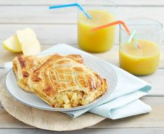 chaussons aux pommes et spéculoos : Recette de chaussons aux pommes et spéculoos - Marmiton Waffles, Breakfast, Ethnic Recipes, Desserts, Restaurant, Foods, Table, Apple Turnovers, Food Recipes