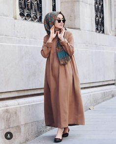 Kleid und schaal abaya designs hijab outfit, hijab dress ve Hijab Casual, Hijab Style, Hijab Chic, Abaya Fashion, Modest Fashion, Fashion Outfits, Fashion Muslimah, Hijab Dress, Hijab Outfit
