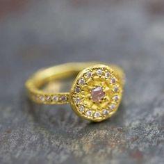 Bague Or diamants roses, pièce uniques par Esther Assouline pour l'Atelier des Bijoux Créateurs.