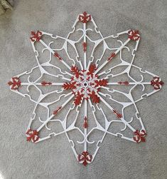 Diy Christmas Snowflakes, Snowflake Decorations, Outdoor Christmas Decorations, Christmas Holidays, Christmas Ornaments, Dollar Store Christmas, Christmas Crafts For Gifts, Dollar Store Crafts, Christmas Projects