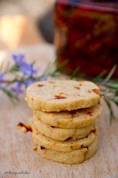 il bosco di alici: Biscotti salati con pomodori secchi e rosmarino.....e la sindrome dell'aperitivo