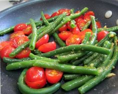 Skillet Fresh Green Beans & Tomatoes with Garlic