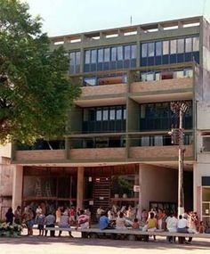 """Fachada do prédio que ficou conhecido como """"A Nacional"""" por causa da loja que lá funcionou durante muitos anos. Arquitetura de M.M.M. Roberto."""