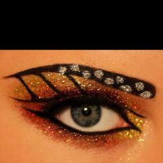 butterfly eyeliner make up . butterfly eyeliner look . Monarch Butterfly Costume, Butterfly Halloween Costume, Butterfly Makeup, Butterfly Eyes, Simple Butterfly, Eye Cream For Dark Circles, Fantasy Make Up, Eye Makeup Art, Fancy Makeup