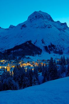 Lech am Arlberg bei Nacht, Alp village at night