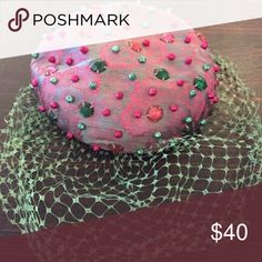 Vintage beaded hat with fascinator! Excellent condition! Vintage Accessories Hats