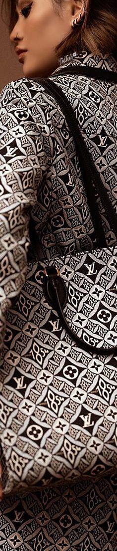 ❈Téa Tosh❈ #micahgianneli Since 1854.. 🖤🤍 #louisvuitton #teatosh Eye For Beauty, Micah Gianneli, Louis Vuitton Accessories, Black Love, Dark Hair, Her Style, Luxury Branding, Glamour, Top Designers