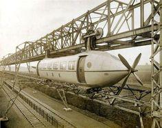 incroyable train monorail et à hélice