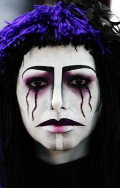 #mujeres #carnaval #ideas #maquillaje #peluquería #pepavinas  Wicked use of Black Lenses for Halloween www.foureyez.com