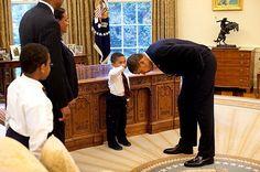 """Il bambino e il presidente: """"I tuoi capelli sono come i miei?"""""""