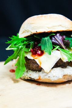 Craving something easy, quick, but decadent? Why not try this delicious French camembert beef burger with chilli jam and truffle mayo? Burger And Fries, Beef Burgers, Burger Buns, Chilli Jam, Fries Recipe, Truffles, Hamburger, Cravings, Berries
