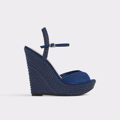 Shizuko A tisket a tasket, this wedge sandal was inspired by a basket.