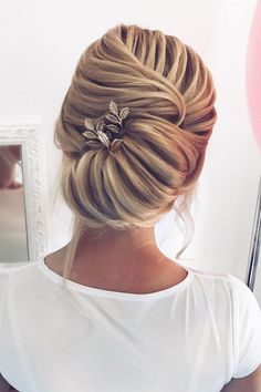 Elegant updo hairstyle | Elegant twisted updo hairstyle | fabmood.com #hairstyle #braids #twistedupdo #updoideas #bridehair #weddinghairstyles