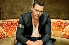 Tiesto Revisits The 90s In His Club Life Radio Mix  Read more: http://www.edmsauce.com/2013/10/01/tiesto-revisits-90s-club-life-radio-mix/#ixzz2gVBkUXBA