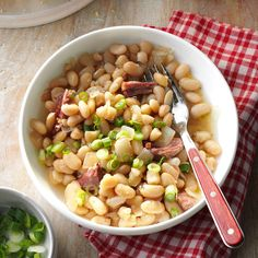 Smoky White Beans & Ham Recipe -I had never made or eaten this dish before meeting my husband here in Kentucky. Now I make it at least once a week. I serve it with some homemade sweet corn bread. Crockpot Recipes, Cooking Recipes, Bean Recipes, Crockpot Dishes, Budget Recipes, Savoury Recipes, Slow Cooking, Budget Meals, Pressure Cooking